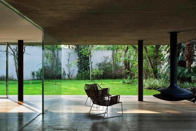 巴西圣保罗玻璃盒子木百叶别墅 别墅设计在线 Yipin Cn