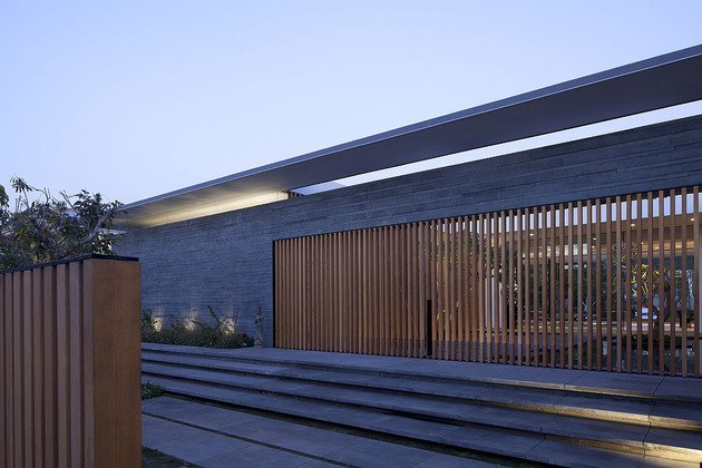 宁静的白色玻璃房子 Pitsou Kedem 别墅设计在线 Yipin Cn