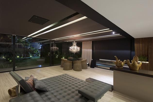 墨西哥钢筋混凝土玻璃结构别墅