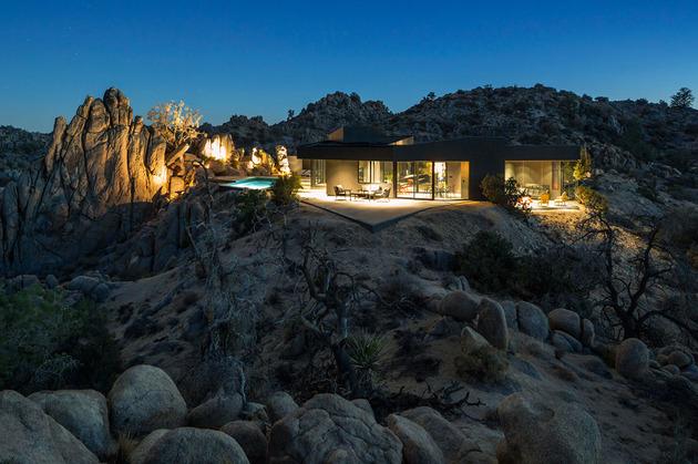 福利建在加里地基亚地势中的沙漠上,根据别墅呈不规则的多边形,有起岩石那种别墅图片